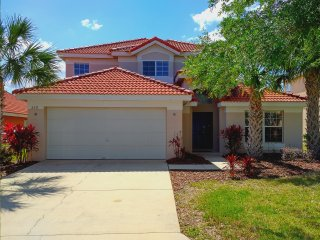 2 Story Spacious 5Bed/3Bath Private Pool In Gated Resort Community Near Disney