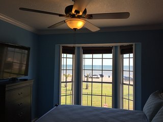GALVESTON ISLAND, BEACH, LAXURY CONDO OCEAN VIEW, 2 BEDROOMS, 2 FULL BATHROOMS..