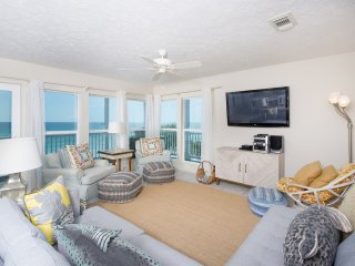 Beachfront Corner Unit - steps from Deck to Beach
