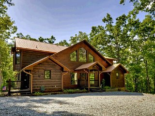 NEW Southern Hospitality - 5 KING BEDROOMS- 6000+sqft, Game Room, Firepit, MORE, Morganton