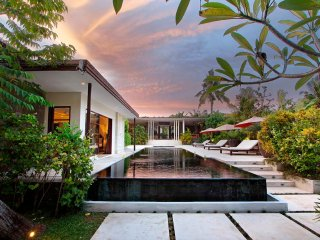 Villa Mona, Modern Elegant 5 Bedroom sophisticated for groups and families