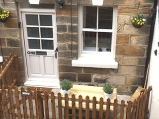 One Beckside, Staithes - Luxury cottage for 2 - 4 people
