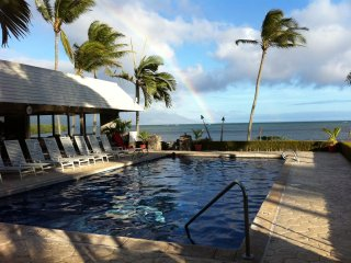 Molokai Escape -Oceanfront/ocean views Wavecrest Resort 2nd flr/fullremodel 7/17