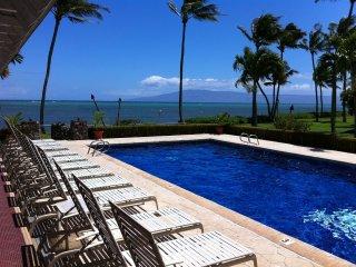 Molokai Escape -Oceanfront/ocean views Wavecrest Resort 2nd flr/fullremodel 7/17