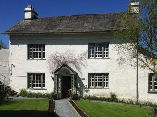 Roger Ground House: Self Catering Holiday Cottage (Sleeps 10) with Wi-Fi, Hawkshead