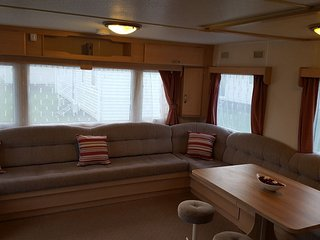 Spacious 4 Bedroom Caravan - sleeps 10 in beautiful Camber Sands