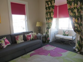 One bed, sleeps 4, modern apartment, 4 mins walk to beach and town centre, Blackpool