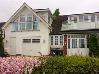 Hideaway in Whitstable with Seaview and Parking. Sleeps up to 12