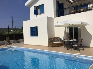 Sea Views, Private Pool, 8 Mins Walk To Beach, Beautiful Villa
