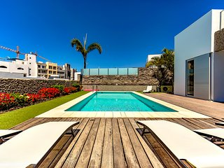 Villa with 5 Bedrooms, 4 Bathrooms and Private Pool (sleeps up to 10), Costa Adeje