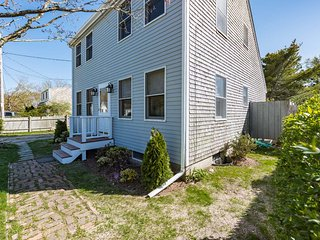 BARTC - Lovely Vacation Home, Edgartown Village Area,  7 minute Walk to Edgartow