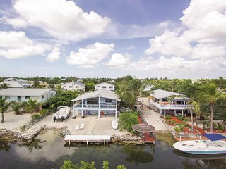 Priv Home & Launch $3295 1wk, $ 3750 2 wks, $4903 3 wks Spectacular ocean views