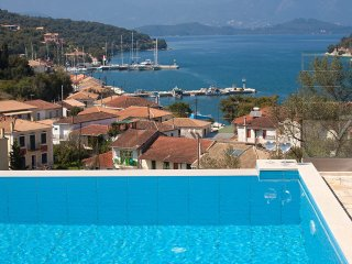 Clio-Luxury Villa with private swimming pool and stunning seaviews, Vathy