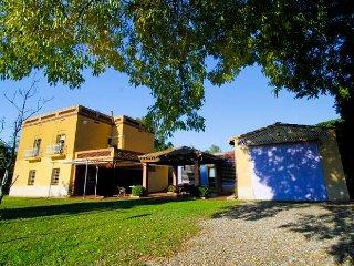 Mas Mutllo, encantadora casa gran jardin y piscina redonda situada en Tarragona