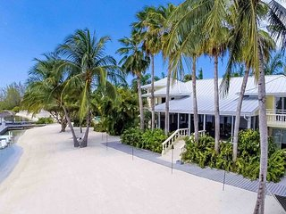 SUMMER SPECIAL—8BR Private Cayman Kai Estate—Kaiku by Luxury Cayman Villas