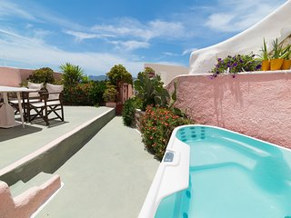 PINK Cave, 3 terraces outdoor jacuzzi Caldera View