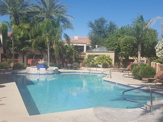 Great North Scottsdale condo steps from the pool