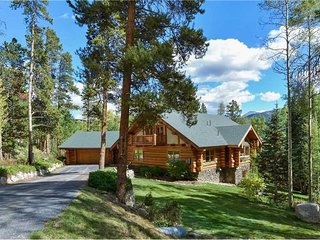 Updated Log Home with Gorgeous Views , Amazing Game Room and Seasonal Shuttle