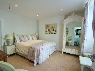 The Sun: Kingsize Room In A Central Fowey Town House