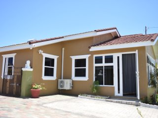 Relax Villa - Singles, Couples and Family friendly