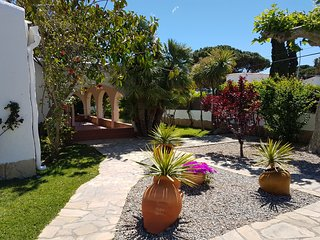 VILLA WITH GARDEN 50 METERS FROM THE BEACH!