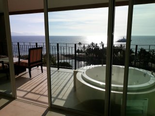 Luxurious 2 bed 2 bath Ocean Front Condo