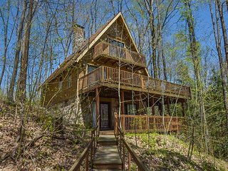Classic mountain chalet with private dock in wooded setting!