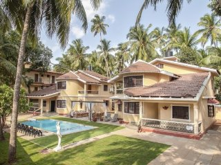 3-BR villa with a pool, 1.1 km from Calangute Beach