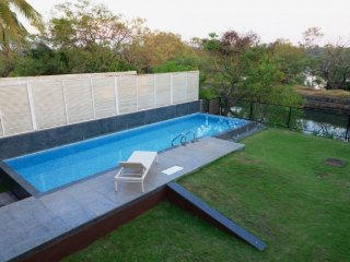 Lavish 4-BR villa with a private pool, 1 km from Candolim Beach