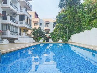Elegant 2-BHK apartment with pool for a family retreat near Chapora beach