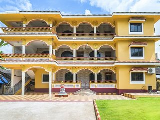 Vibrant 1-BR apartment, in proximity to popular beaches