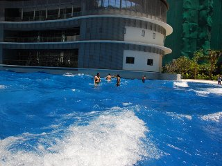 Luxurious Urban Resort In the heart of Manila.Fun in the sun..wave Pool in Azure