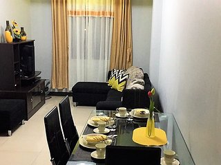 1 Bedroom corner unit with free WiFi beside Marriott Hotel & Terminal 3