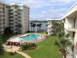 JUNE/JULY $PECIALS - RIVERSIDE CONDOMINIUM - AMAZING RIVERVIEW - 2BR/1BA - #383, Ormond Beach
