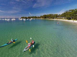 CARINYA BEACHFRONT ON JERVIS BAY - an absolute beachfront, wonderful bay views, Callala Bay