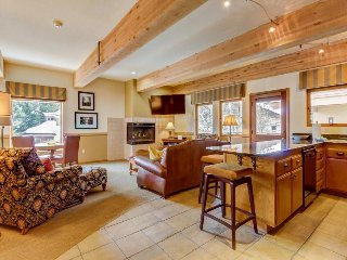 Modern and stylish home with a community hot tub and pool, close to ski lifts!