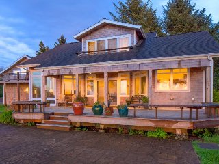 Bayfront, dog-friendly beach home with amazing views, sauna, & Jacuzzi
