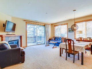 Convenient, cozy condo w/ shared pool, hot tub - access to year-round activities