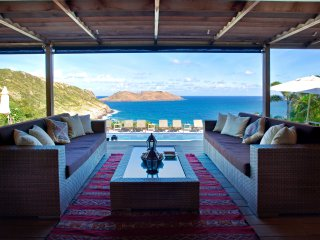 7 bedrooms Villa Keanu Located on the hillside of «Anse des Cayes» St Barts