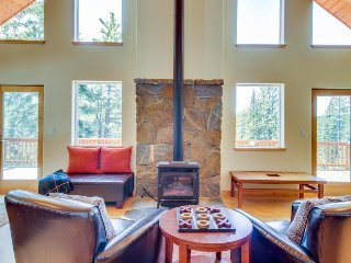 Expansive cabin w/ private hot tub, three pools - onsite golf & close to slopes!