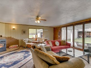 Puget Island home w/ 6 acres, deck, firepit & bikes - dogs OK, near the river!
