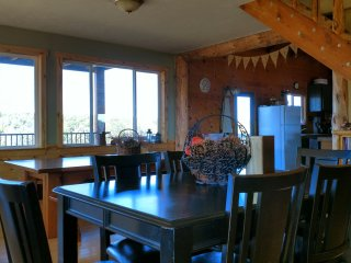 4 Bedroom  2 Bath Lodge with Spacious Loft - Sleeps up to 25, La Sal