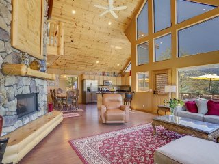 Beat the Heat at 5,801' above sea level!  Relaxing upscale chalet with views., Pine