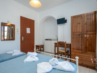 ECONOMY TRIPLE STUDIO IN NAXOS TOWN