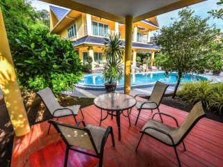 PLATINUM 4 BEDROOMS VILLA, PRIVATE POOL, GARDEN, BBQ, PARKING FOR 4 CARS