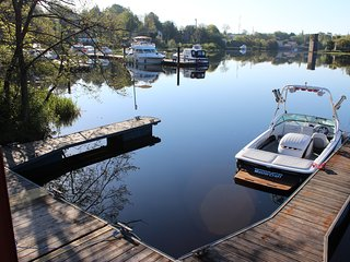 Private Lakeside 2 Bed Apartment with access to Lough Erne and private jetty, Enniskillen