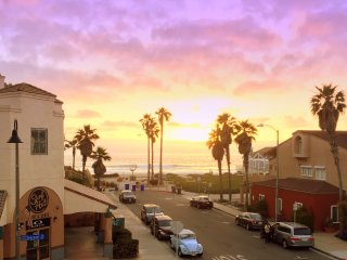 Ocean Breeze: Spectacular Sunsets from this Cool Beach View Corner Unit, Imperial Beach