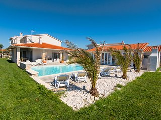 NEW White Villa,60m2 pool with wellness are - sauna, jacuzzi