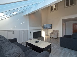Heart of the village - private sauna, hot tub, sleeps 7