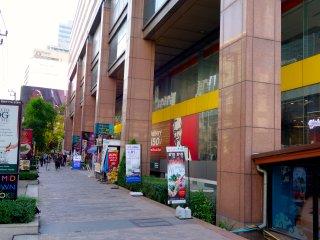 Spacious Asoke Apt near BTS/MRT, Pool, Gym, Tennis